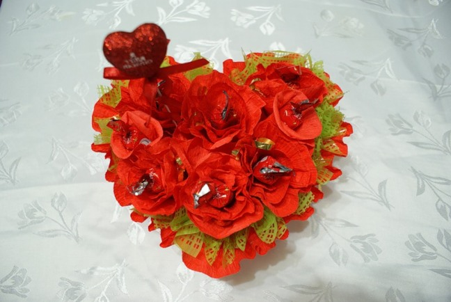 Diy Valentine S Day Gift Idea Make Heart Shaped Chocolate Bouquets