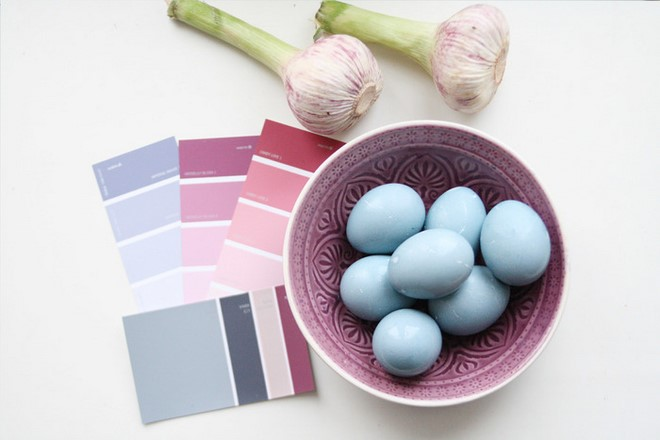 dye naturally Easter eggs pastels light blue scandinavian style