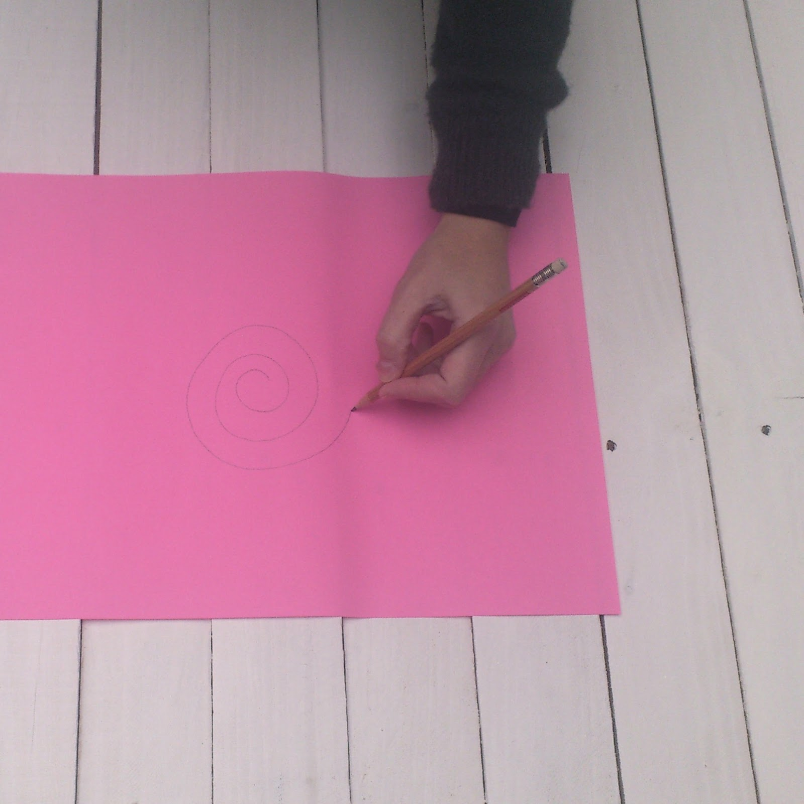 gift wrapping ideas pink paper spiral drawing