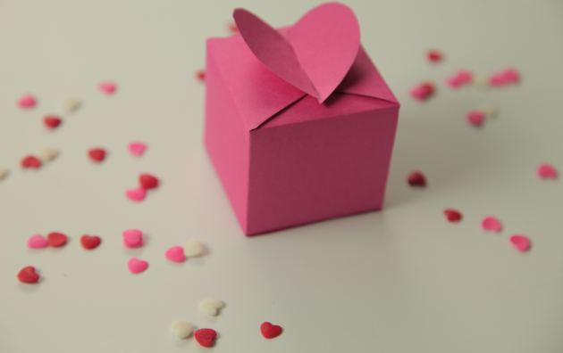homemade valentine gifts wrapping ideas pink paper box candy