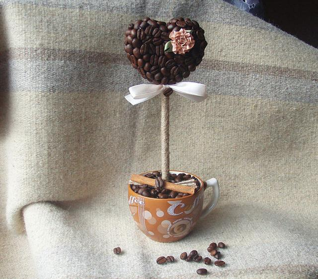 Homemade Valentine's Day gift ideas coffee mug topiary tree