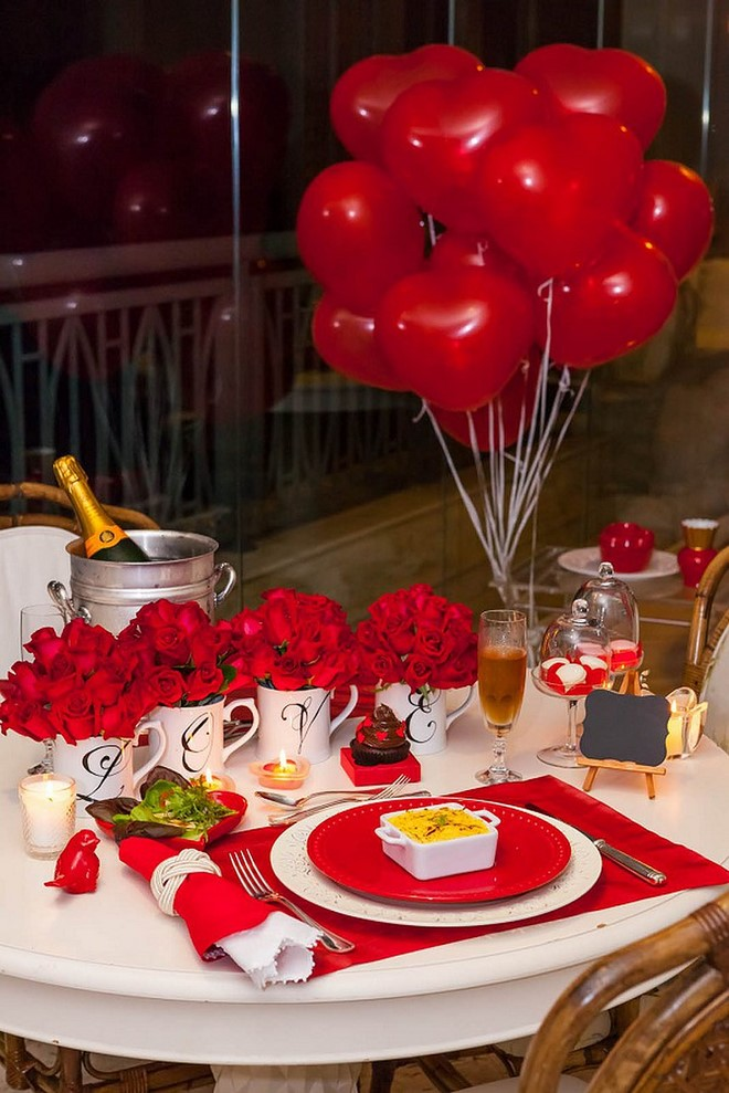table-decoration-ideas-valentines-day-dinner-red-roses-balloons-table-setting