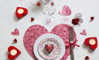 table-decoration-ideas-valentines-day-heart-placemat-candleholders
