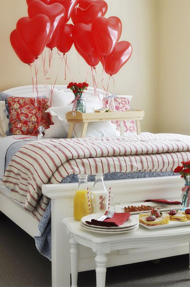 10 table decoration ideas for valentine s day to impress for Bed decoration with flowers and balloons