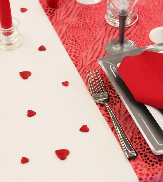 Table decoration ideas valentines-day-red-hearts-confetti-white-tablecloth
