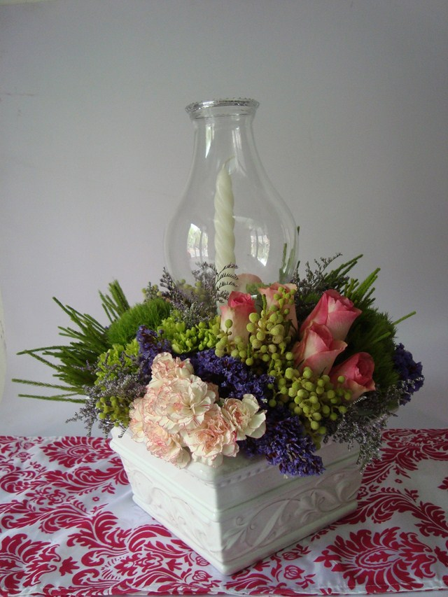 valentines day decorating ideas flower centerpiece candle vintage