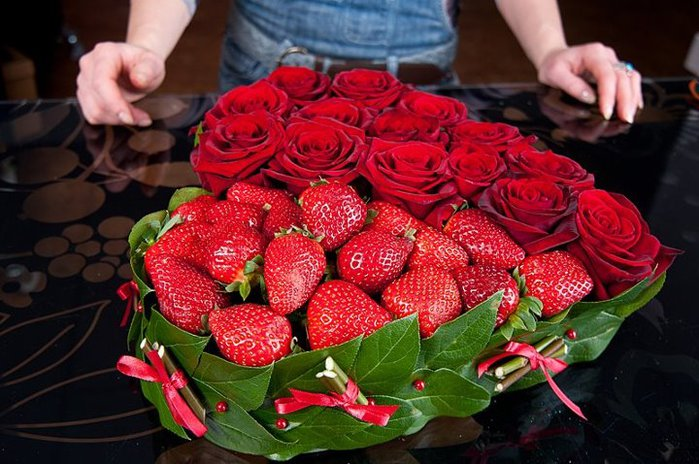 diy heart shaped arrangement loved one surprise valentines day gift idea