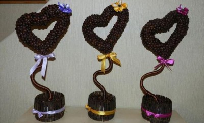 valentines-day-gift-topiaries-heart-shaped-coffee-beans-ribbon-flowers