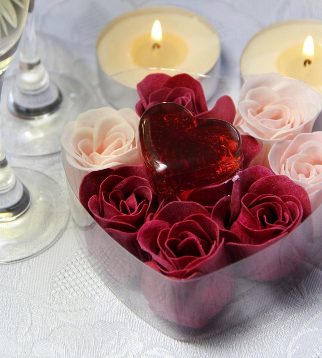 valentines day home decor table setting ideas candles paper roses