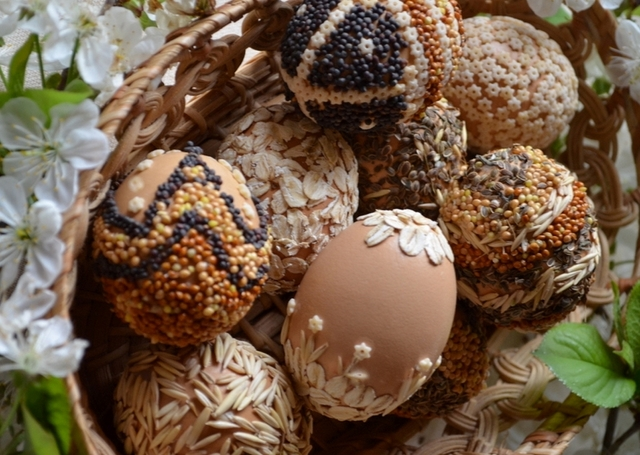decorate eggs naturally eco-friendly easter seeds various ideas