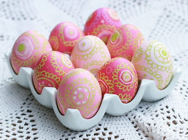 Easter Egg Decorating Ideas Dyeing Wax Pink Green