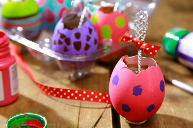 easter gift ideas kids adults painted egg shells melted chocolate