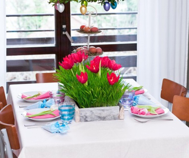 easter table ideas crafts red tulips wooden box napkins treat bags