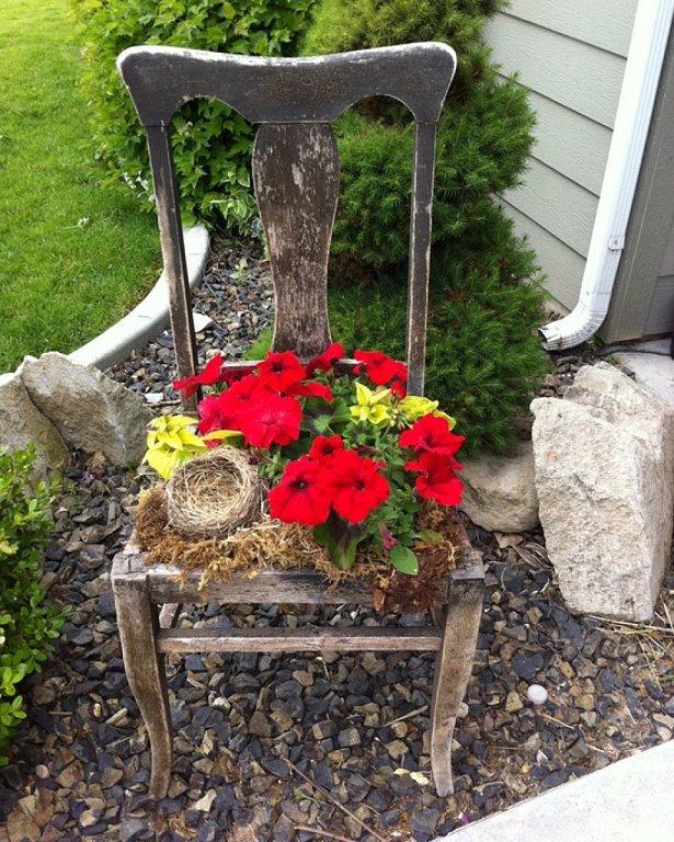 Junk Garden Ideas 2018 Edition: Garden-junk-ideas-old-wooden-chair-flower-pot-creative