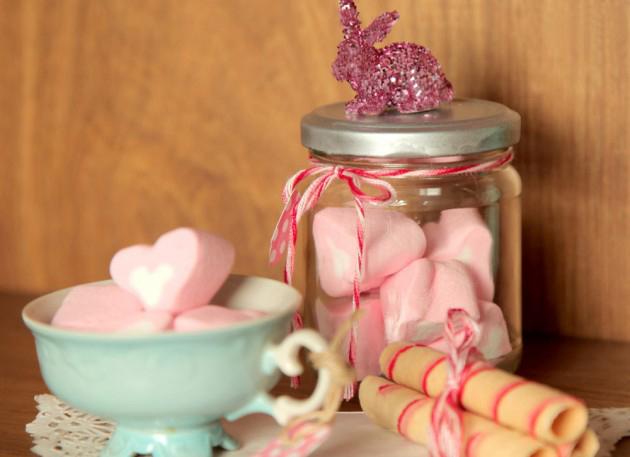 Homemade Easter gift ideas kids adults bunny glitter figure jar marhsmallows