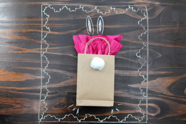 homemade easter gift ideas wrapping paper bag easter bunny tail cotton