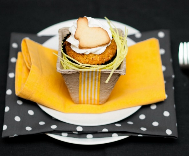 kids table party decor ideas orange black treats cupcake bunny shaped cookie topper