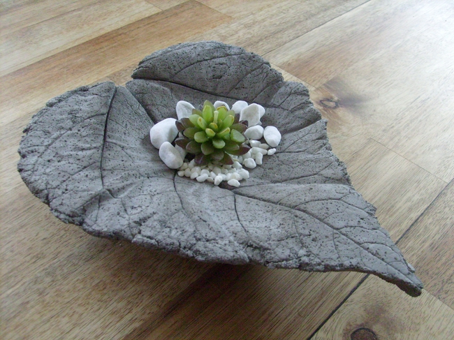 concrete-leaf-home-decor-bowl-gravel-succulent