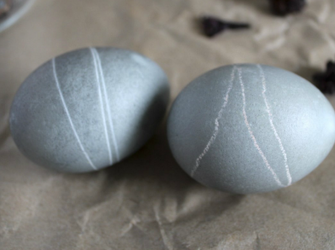 decorate-easter-eggs-hibiscus-dye-grey-color