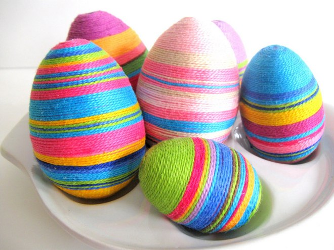 decorate-easter-eggs-ideas-yarn-coats