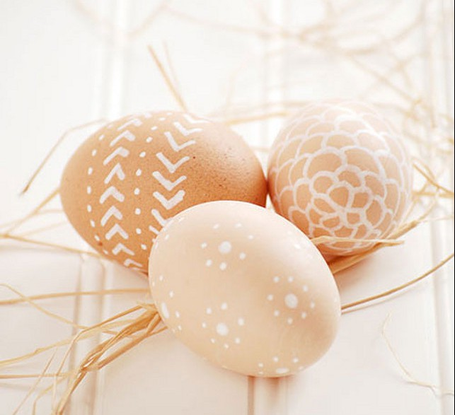 decorate-easter-eggs-natural-color-white-paint
