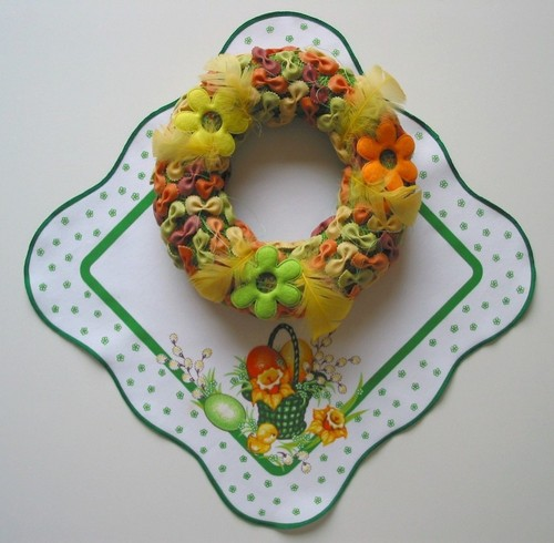 diy easter wreath ideas feathers pasta ribbons felt flowers