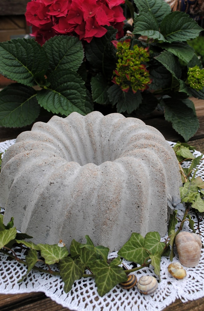 diy garden decor concrete cake mould ivy decor seashells