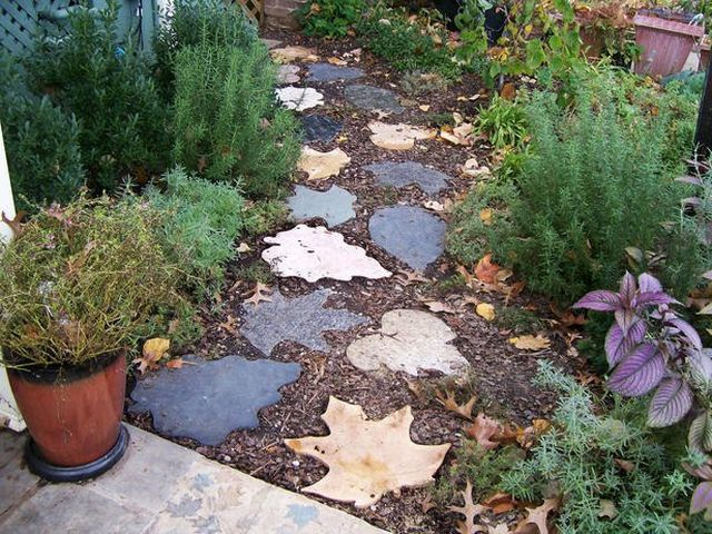 diy garden path stepping stones leaves forms concrete