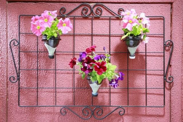 fun-plastic-bottle-recycling-diy-garden-vases