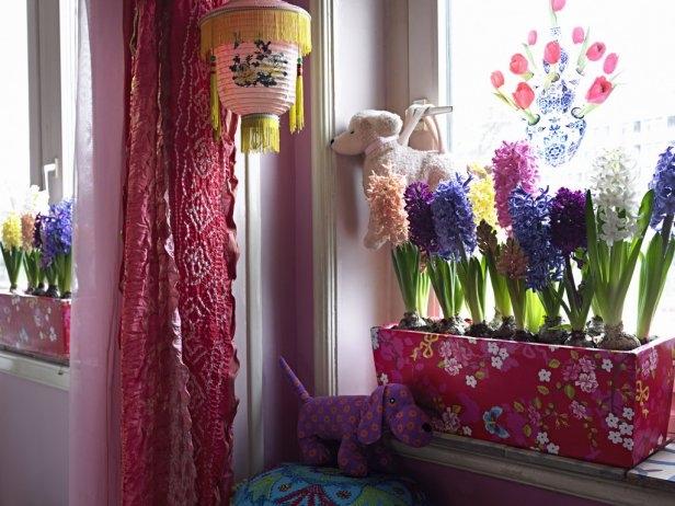 kids room spring decor hyacinths flower box window sills