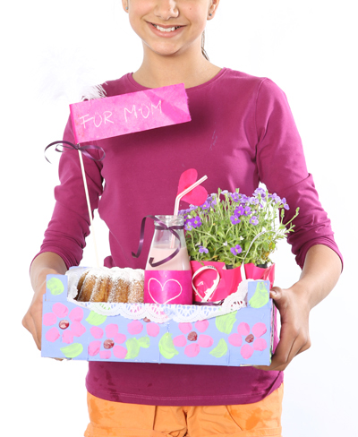 diy mothers day 2014 gift kids make wooden crate paint cake flowers milkshake