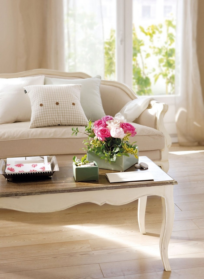 diy-spring-home-decor-couch-table-roses