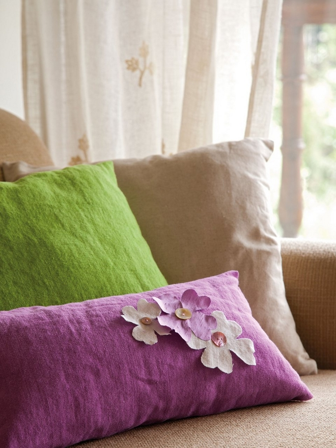 diy-spring-home-decorations-flowers-buttons-throw-pillows