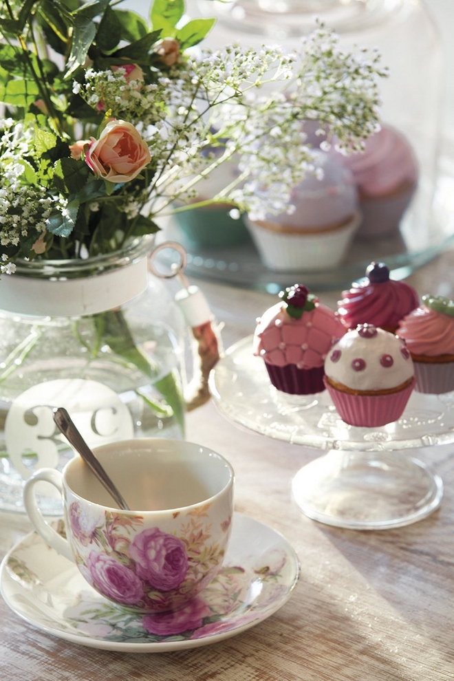 Cupcake Decorating Ideas For High Tea : 17 DIY spring table decorations and blooming centerpieces