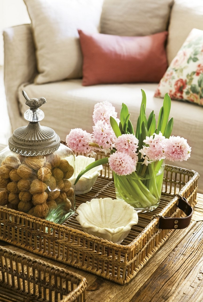 Diy Spring Table Decorations Rose Blooming Hyacinths Wicker