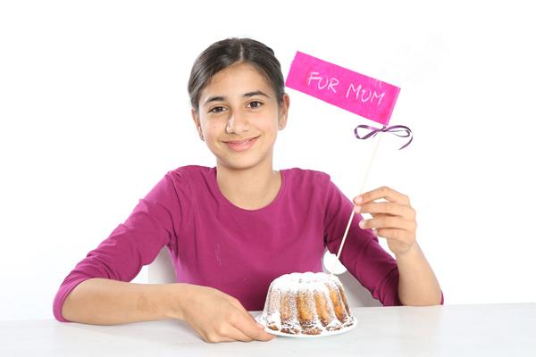 handmade-mothers-day-gift-breakfast-cake-paper-topper-kids-make