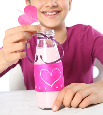 Handmade Mother's day gift diy breakfast bed glass bottle strawberry milkshake