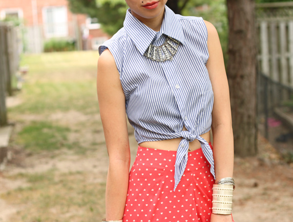 crop tied shirt striped red dotted skirt necklace