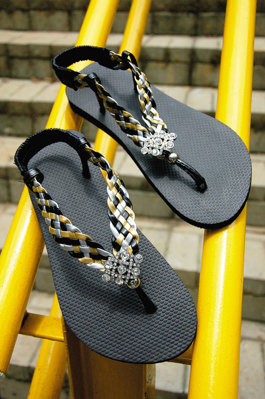 diy flip flops black yellow fashionable look