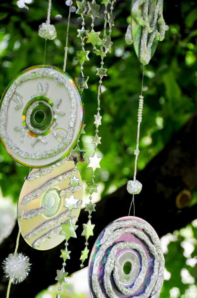 wind chime craft project for your garden reusing old cds