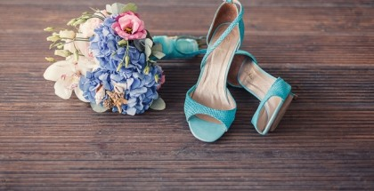 beach-themed-wedding-bouquet-turquoise-bridal-shoes