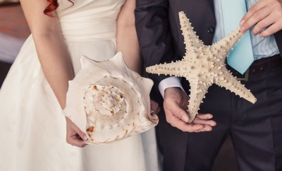 beach-themed-wedding-decor-seashells-starfish