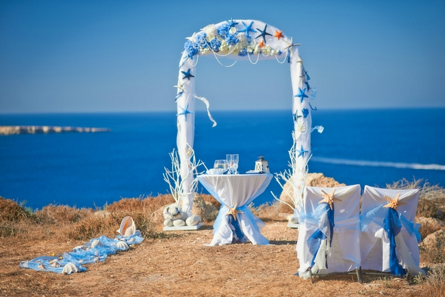 beach wedding decor ideas -ceremony-arch-table-white-blue