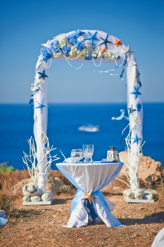 beach-wedding-decorations-wedding-arch-starfish-flowers