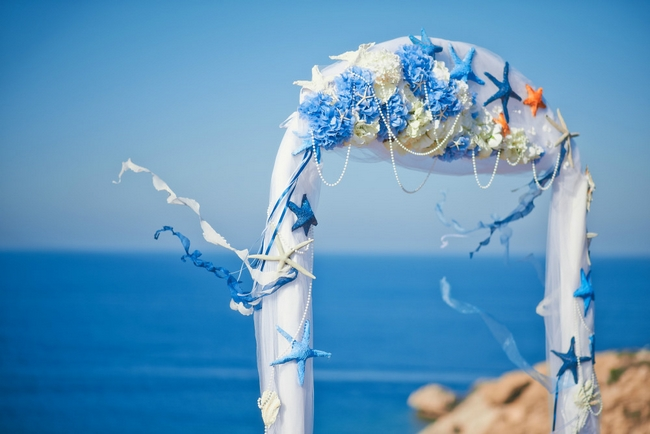 beach-wedding-ideas-arch-decor-starfish-blue-white-hydrangeas-pearl-necklaces