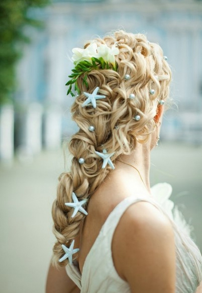 beach-wedding-ideas-bride-hairdo-braid-blue-starfish-pearls