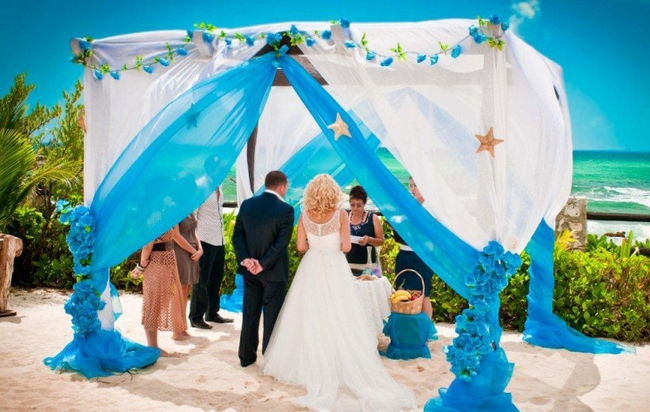 beach-wedding-ideas-ceremony-decor-canopy-blue-white