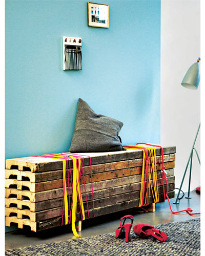 bench scaffold boards diy home decor ideas colored ribbons
