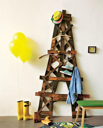 eifel tower wardrobe diy home decor ideas decorative hooks old apple crates