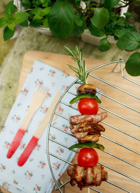 beef skewers cherry tomatoes picnic food idea